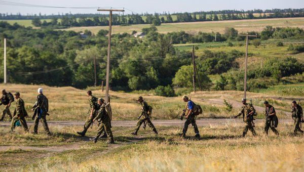Бойцы народного ополчения неподалеку от села Мариновка. Архивное фото