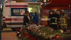 Медведев возложил цветы у станции метро Парк Победы, где произошло ЧП