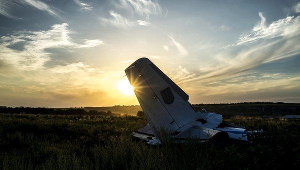 Обломки самолета Ан-26 вооруженных сил Украины. Архивное фото
