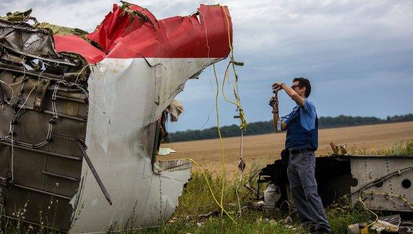 Поисковые работы на месте крушения малазийского лайнера Boeing 777 в районе Шахтерска. Архивное фото