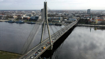 Вантовый мост через реку Даугаву в Риге. Архивное фото
