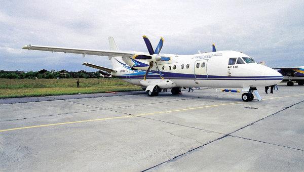 Самолёт АН-140. Архивное фото