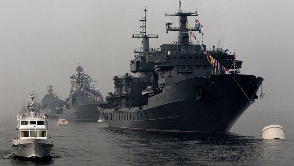 Спасательное судно Алагез во время генеральной репетиции празднования Дня ВМФ во Владивостоке. Архивное фото