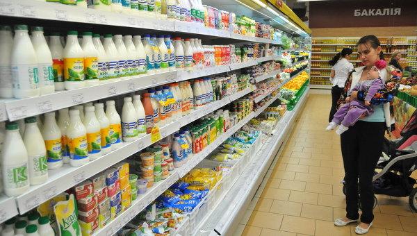Полки с украинской молочной продукцией в одном из львовских магазинов