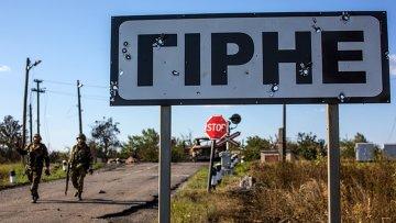 Бойцы народного ополчения в поселке Горное неподалеку от Шахтерска