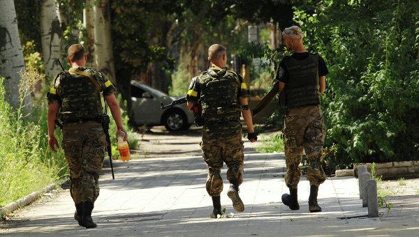 Солдаты украинской армии в Славянске. Архивное фото