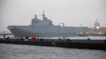 Французский военный корабль-вертолетоносец класса Мистраль, архивное фото