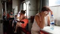 Пассажиры в вагоне поезда. Архивное фото