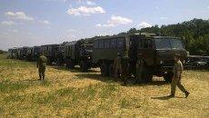 Грузовики и автобусы для транспортировки украинских военных, попросивших убежища в России