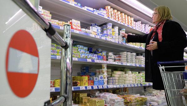 Продукты в магазине, архивное фото