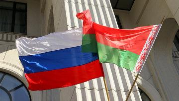 Государственные флаги России и Белоруссии. Архивное фото