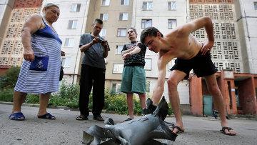 Осколок снаряда в Донецке, архивное фото
