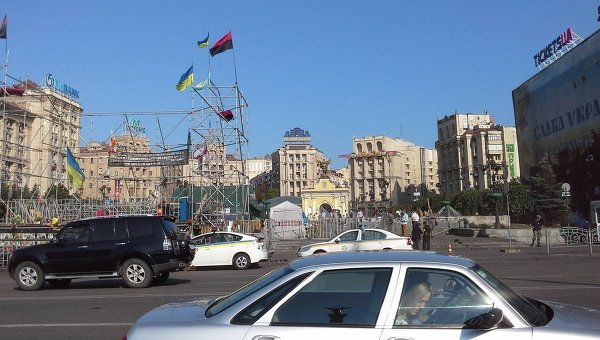 Возобновлено движение автотранспорта на Майдане в Киеве