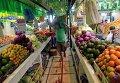 Фрукты и овощи на рынке в Бразилии