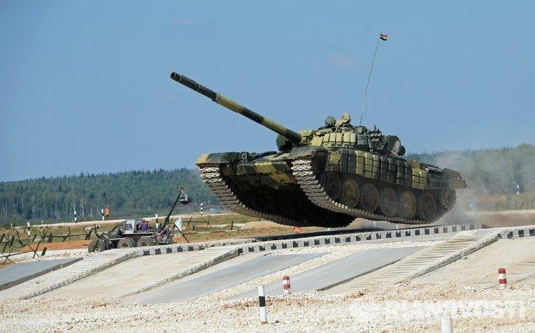Экипаж из Индии на танке Т-72Б на чемпионате мира Танковый биатлон - 2014