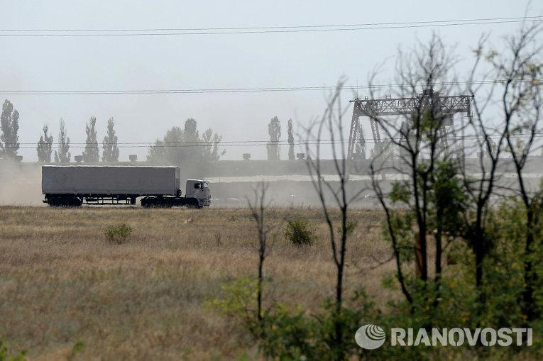 КамАЗ с гуманитарной помощью из РФ недалеко от границы с Украиной