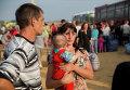 Семья в палаточном лагеря для беженцев в Ростовской области