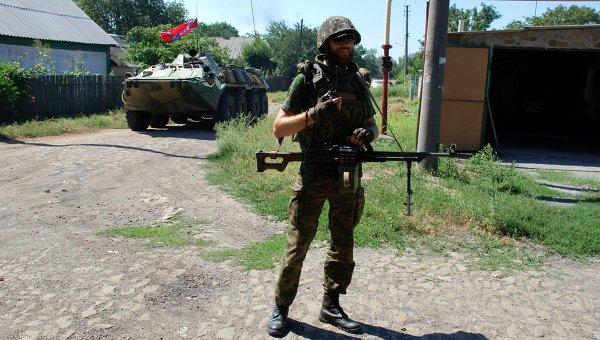 Ополченец ДНР в городе Иловайске Донецкой области