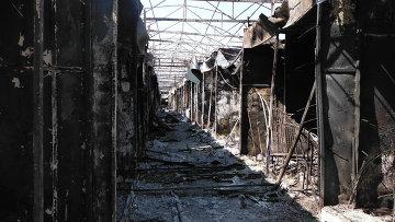 Луганск. Выгоревшие торговые ряды. Архивное фото