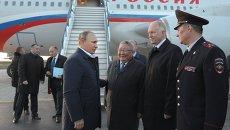 Президент России Владимир Путин во время встречи в аэропорту города Якутска
