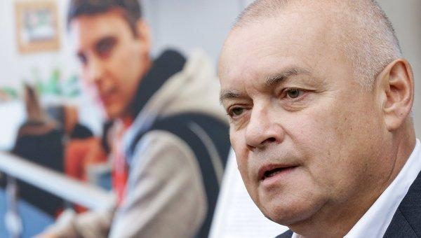 Генеральный директор МИА Россия Сегодня Дмитрий Киселев во время интервью журналистам о погибшем на Украине фотокорреспонденте Андрее Стенине