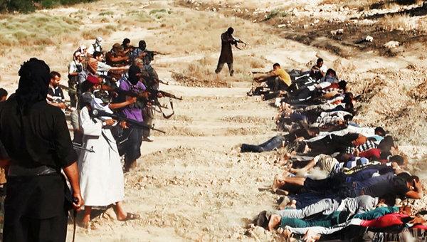 Массовая казнь боевиками ИГИЛ в Ираке. Архивное фото