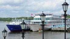 Теплоходы на речной пристани. Архивное фото