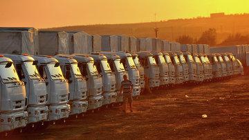Грузовые автомобили, предположительно входящие во вторую колонну с гуманитарным грузом для юго-востока Украины