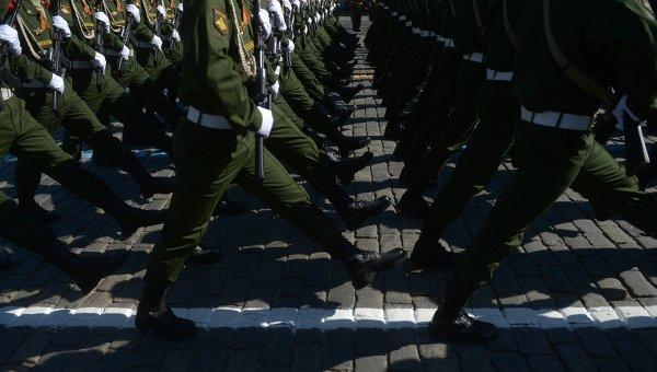 Военнослужащие РФ на параде, архивное фото