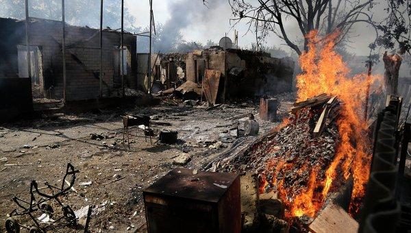 Последствия боевых действий на востоке Украины. Архивное фото.