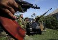 Бойцы ополчения ДНР в Донецке