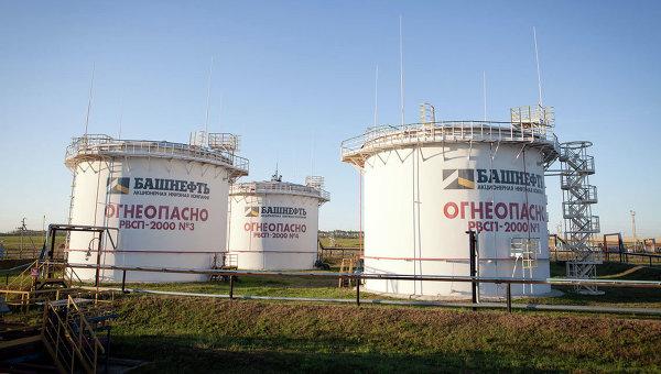 Резервуары с нефтью компании Башнефть