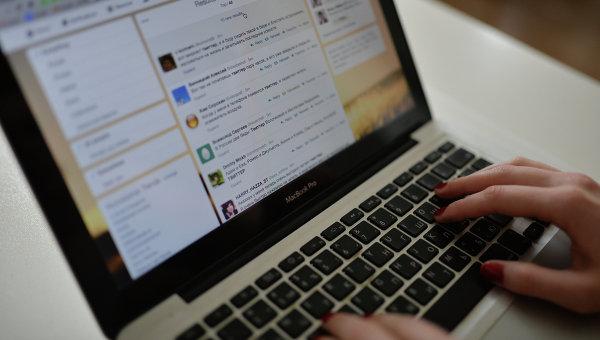 Страница интернета открыта на компьютере. Архив