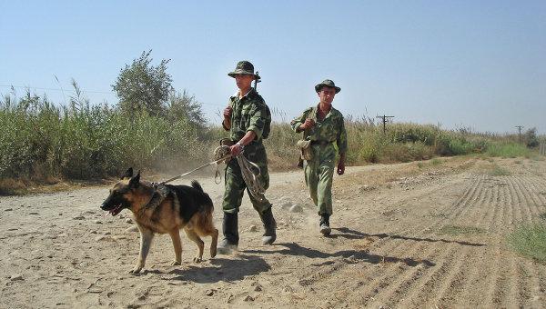 Таджикские пограничники на таджикско-афганской границе. Архивное фото