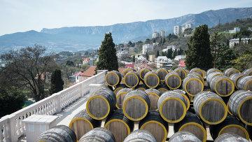 Винодельческий завод в Крыму. Архивное фото
