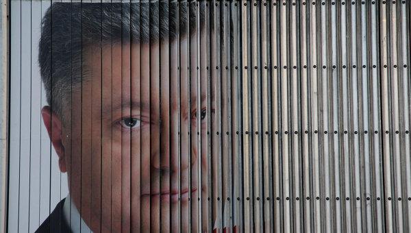 Предвыборный плакат кандидата в президенты Украины Петра Порошенко в Днепропетровске. Архивное фото