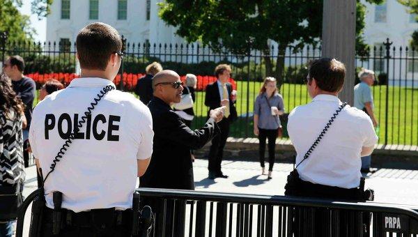 Американские полицейские возле Белого дома