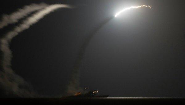 Ракетный крейсер ВМС США запускает ракету по позициям ИГИЛ в Сирии, архивное фото