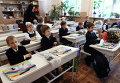 Первоклассники на занятиях в День знаний в школе №22 Ворошиловского района города Донецка