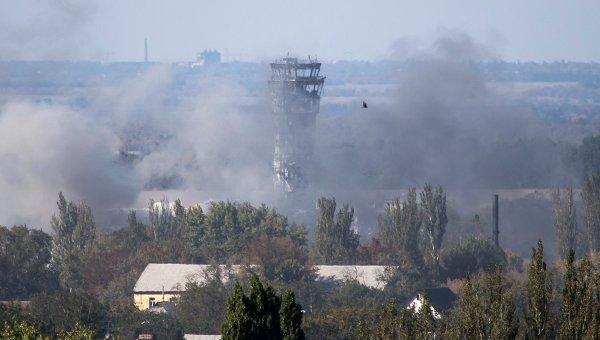 Дым виден над аэропортом Донецка 3 октября 2014