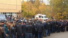 Тысячи людей принесли цветы на церемонию прощания с Черенковым
