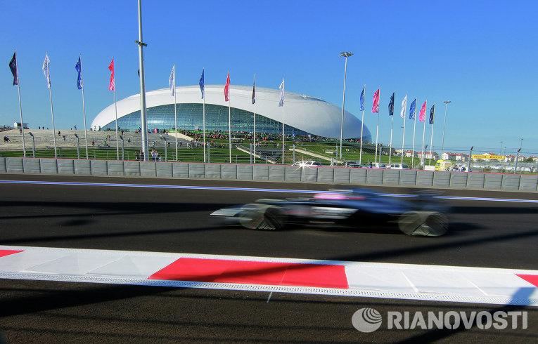 Болид на российском этапе чемпионата мира Формула-1