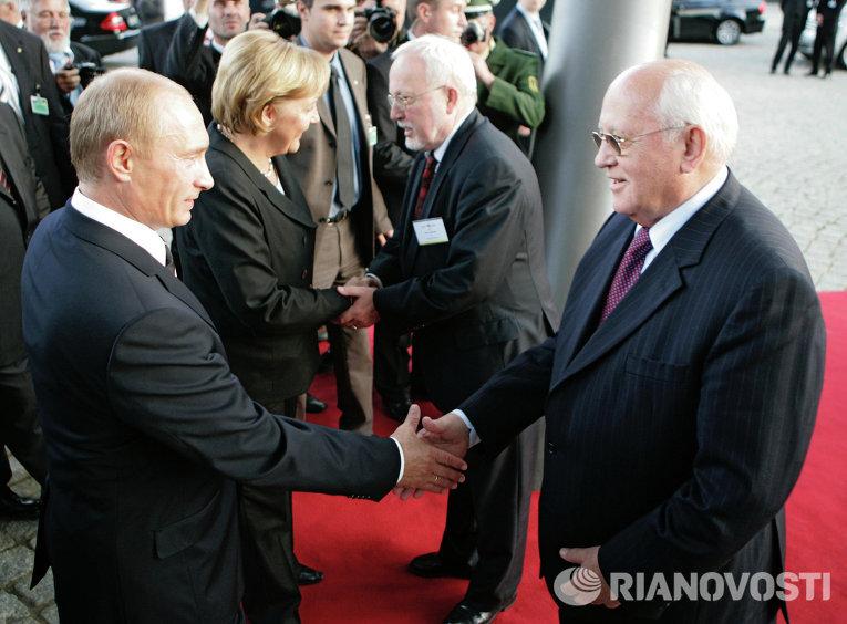 Президент России Владимир Путин, первый президент СССР Михаил Горбачев, канцлер Германии Ангела Меркель и экс-премьер ГДР Лотар де Мезьер