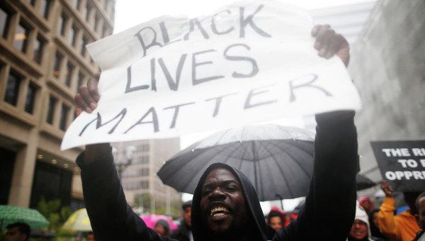 Протестующие начали акцию после убийства чернокожего подростка