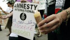 Члены и сторонники Эмнести интернэшнл во время пикета у Госдепартамента в Вашингтоне, США. Архив