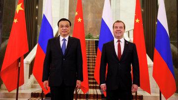 Председатель правительства РФ Дмитрий Медведев и премьер Государственного совета Китайской Народной Республики Ли Кэцян. Архивное фото