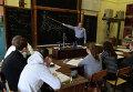 Студенты МГТУ имени Н.Э. Баумана во время занятий в кабинете механизмов