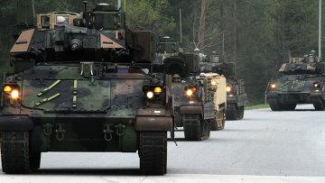 Бронемашины США Bradleys M2A3. Архивное фото