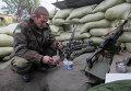 Украинский военный в городе Счастье Луганской области 2 октября 2014
