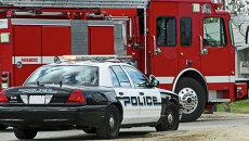 Автомобиль полиции и пожарная машина на вызове, архивное фото
